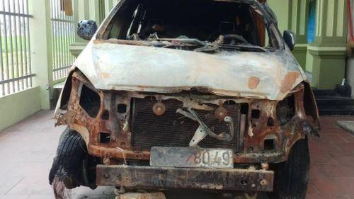 Nguyên Bí thư đoàn xã đột nhập nhà dân đốt ô tô