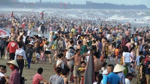 'Tắm đứng' ở Sầm Sơn
