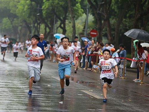 Hơn 1300 người đội mưa tham gia Giải chạy Apax Happy Run 2019 quyên tiền xây trường học ở Sìn Hồ
