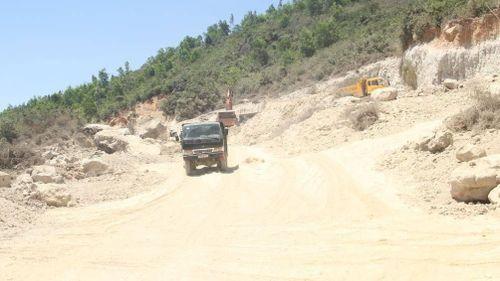 Bình Định: Cựu lãnh đạo xã, thôn và người thân bán đất núi trái phép