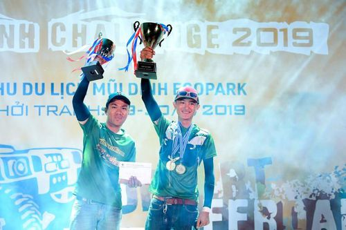 Gay cấn tới phút cuối, giải đua thách thức nhất Việt Nam tìm ra 'Vua sa mạc'