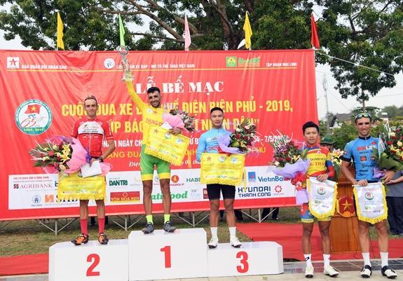 Cuộc đua xe đạp về Điện Biên Phủ thành công với mục tiêu kép