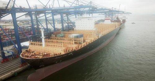 Hải Phòng đón tàu container 'khủng' nhất từ trước tới nay dài 330 m
