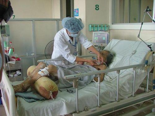 Hà Nội: Nhiều dịch vụ y tế ngoài BHYT tăng giá