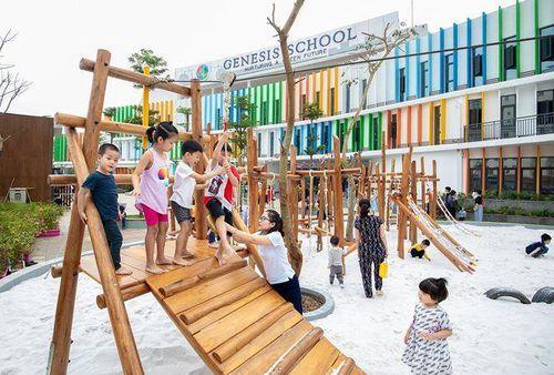Quá trình xây dựng sân chơi tại Genesis School