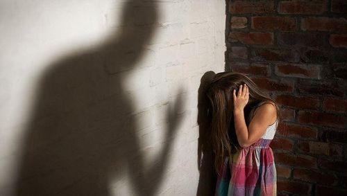 Người dân ký đơn yêu cầu công an cần khởi tố vụ 'nựng' nữ sinh