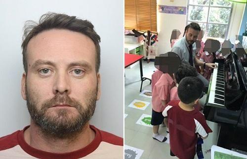Thầy giáo đạo mạo hiện nguyên hình là tội phạm tình dục sau khi bị cảnh sát 'sờ gáy'