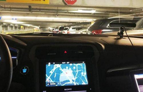 Khám phá bãi đỗ xe tự động do 'trợ lý ảo' điều khiển tại sân bay Mỹ