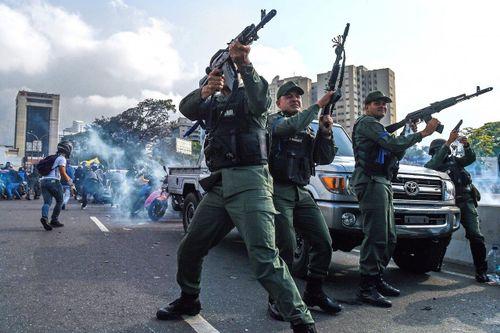 3 nghị sĩ đối lập Venezuela trốn vào các đại sứ quán nước ngoài xin tị nạn