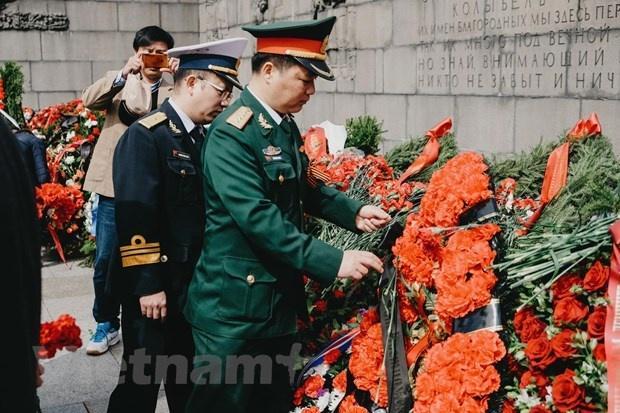 Cộng đồng Việt Nam tại Saint-Petersburg (Nga) tri ân các anh hùng chống phát xít