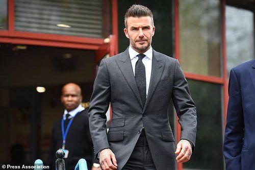 David Beckham bị phạt cấm lái xe 6 tháng vì dùng điện thoại di động