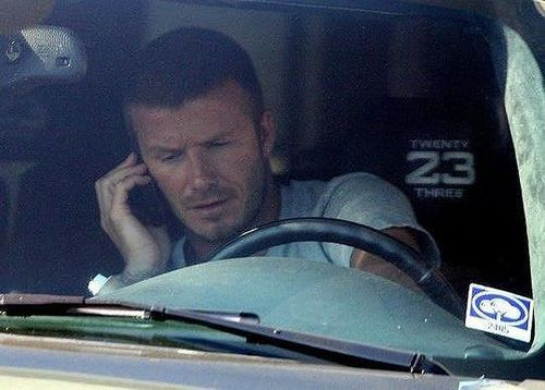 Beckham bị cấm lái xe 6 tháng vì sử dụng điện thoại