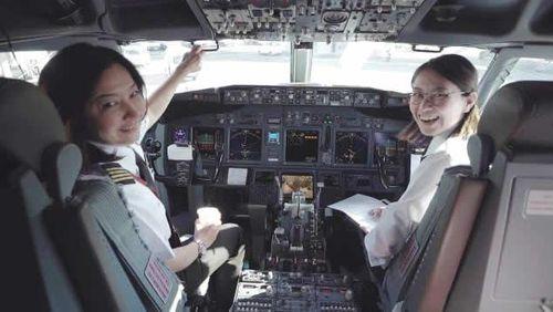 Ari Fuji - nữ cơ trưởng máy bay thương mại đầu tiên của Nhật Bản