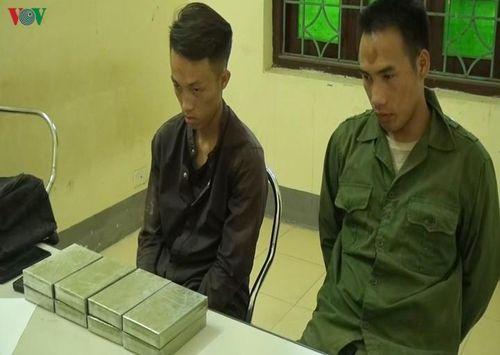 Tóm gọn 2 đối tượng vận chuyển 8 bánh heroin từ Lào về Điện Biên