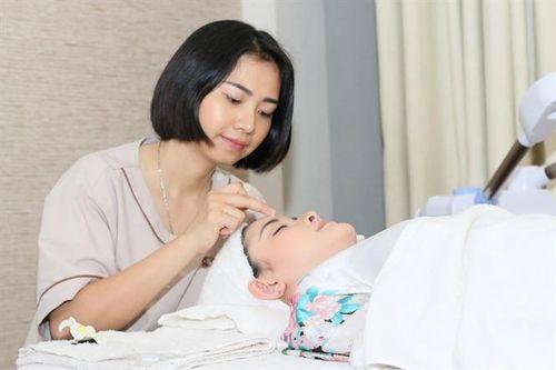 Massage mặt nâng cơ đẹp, an toàn và khỏe