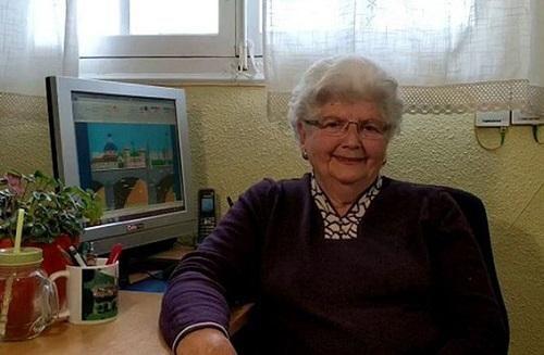Bất ngờ trước những bức tranh sống động vẽ bằng Microsoft Paint của cụ bà 88 tuổi
