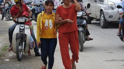 Vạn người đổ về Đại lễ Phật đản, ùn tắc giao thông đường lên chùa Tam Chúc
