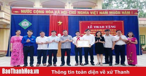 Tặng Bằng khen của Chủ tịch UBND tỉnh cho nam sinh dũng cảm cứu 3 học sinh khỏi đuối nước