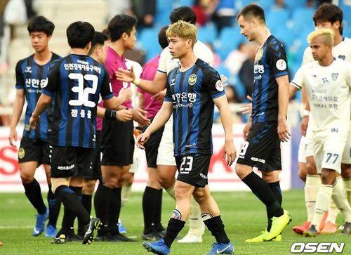 Incheon tịt ngòi 9 trận, báo Hàn Quốc chỉ trích Công Phượng