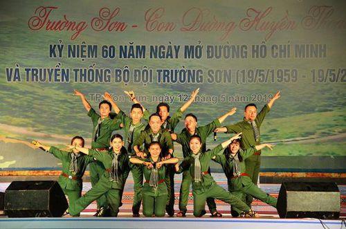 Cùng hát về con đường Trường Sơn huyền thoại
