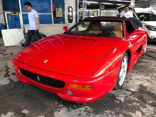 Hàng độc Ferrari F355 F1 Spider 1999 duy nhất ra biển trắng