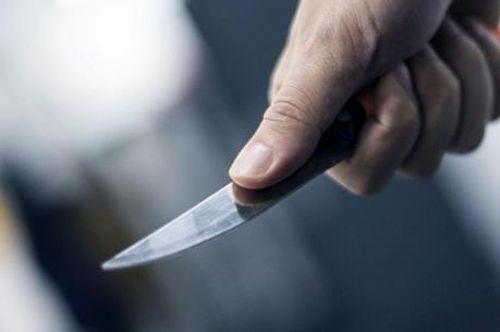 Bé gái 11 tuổi bị nam thanh niên chém liên tiếp vào đầu