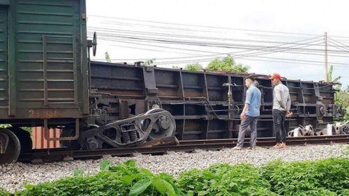 Chính thức công bố nguyên nhân tàu hỏa trật bánh, lật toa ở Nam Định