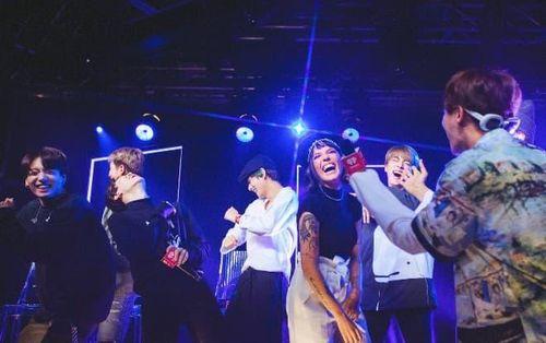 Xem ngay sân khấu Boy With Luv của BTS và Halsey tại chung kết The Voice Mỹ 2019: Bùng nổ và đầy cảm xúc!