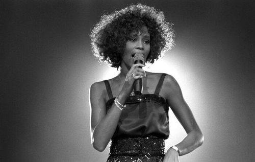 Tour diễn và album sắp tới của Whitney Houston: Người mộ điệu sẽ gặp lại cố diva theo cách nào?