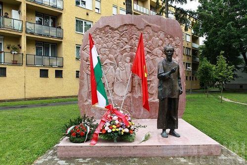 Thăm tượng Bác Hồ ở thành phố xanh nhất Hungary