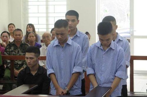 Hà Nội: Anh bị tử hình, em lãnh 14 năm tù vì vô cớ đánh chết người