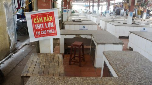Chính quyền cấm bán thịt lợn do 'đọc không hết văn bản chỉ đạo'