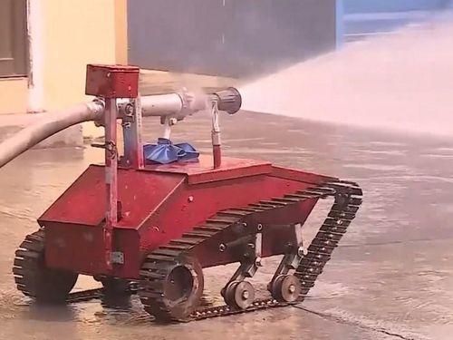 2 học sinh cấp 3 chế tạo robot cứu hỏa