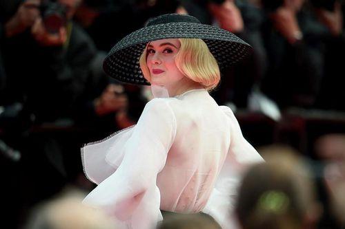 Những thiết kế lộng lẫy, tinh xảo đẹp nhất lịch sử thảm đỏ Cannes