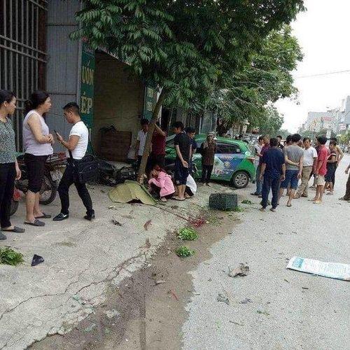 Taxi kéo lê xe máy, người phụ nữ bán rau tử vong thương tâm