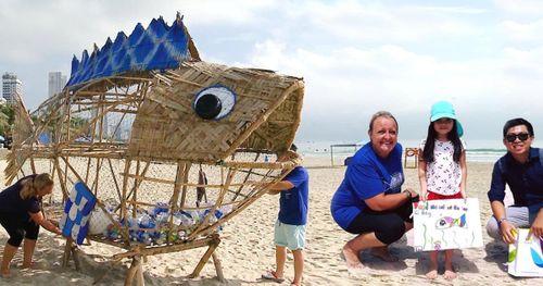 Đừng vứt rác xuống biển mà hãy cho Bống ăn rác!