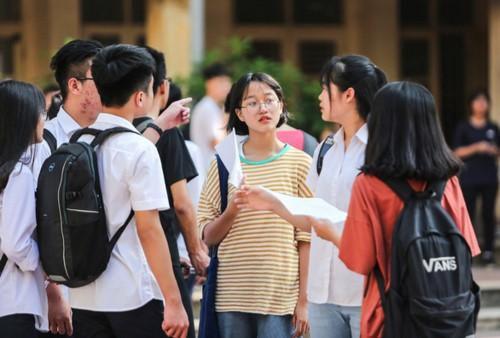 Sáng nay, hơn 85.000 thí sinh làm thủ tục dự thi vào lớp 10 tại Hà Nội