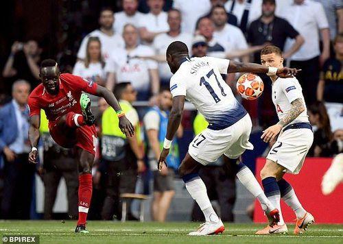 Chung kết Champions League: Cho Liverpool hưởng 11m, trọng tài Skomina bị chỉ trích nặng nề