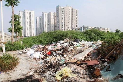 Hà Nội: Rác thải bủa vây phố Trịnh Văn Bô, gây ô nhiễm nặng khiến nhiều người bức xúc
