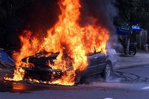 Những vụ cháy xe bất thường và nghi vấn do xăng giả