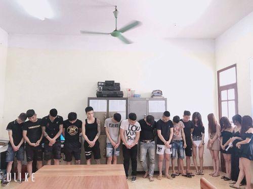 Quản lý karaoke cung cấp ma túy cho gần 20 nam thanh nữ tú 'thác loạn' tập thể