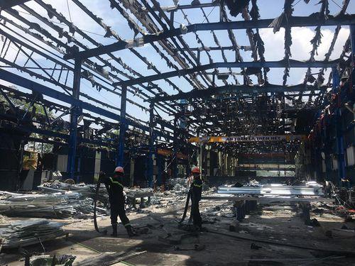 Nhà xưởng sản xuất gang thép ở Phú Thọ bị thiêu rụi giữa trưa nắng nóng gay gắt