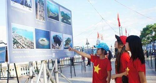 Giới thiệu hơn 200 hình ảnh, tư liệu về 'Di sản văn hóa, du lịch biển đảo Việt Nam'