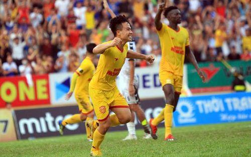 Chiến thắng trên sân nhà, Nam Ðịnh rời nhóm cuối bảng