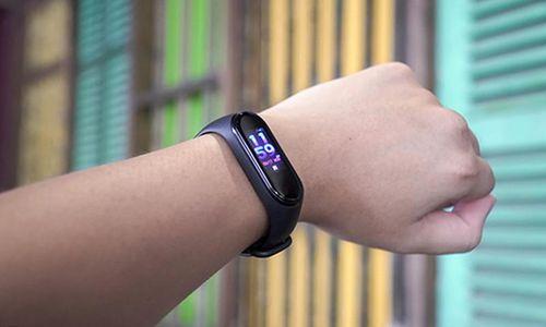 Xiaomi Mi Band 4 màn hình màu, giá 700.000 đồng Việt Nam