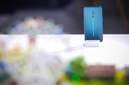 OPPO giới thiệu camera ẩn dưới màn hình và công nghệ MeshTalk