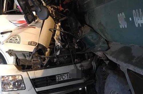 Danh tính 2 nạn nhân tử vong vụ xe chở gỗ tông vào đuôi xe ben trên cầu Thanh Trì