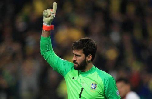 Brazil phá dớp trên chấm phạt đền trước tuyển Paraguay