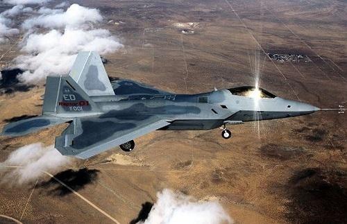 Sau tàu chiến, Mỹ tiếp tục triển khai dàn 'chim ăn thịt' F-22 tới sát sườn Iran