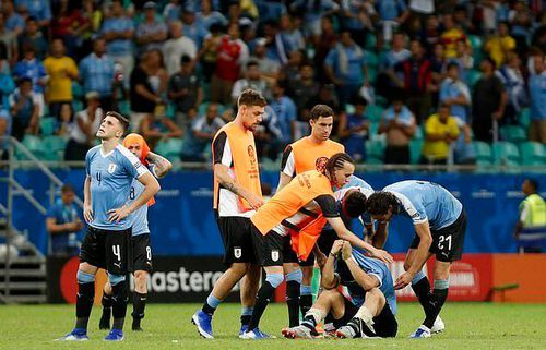 Suarez đá hỏng 11m, Uruguay mất vé bán kết Copa vì VAR